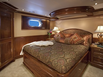 150' Excellence yacht guest bedroom